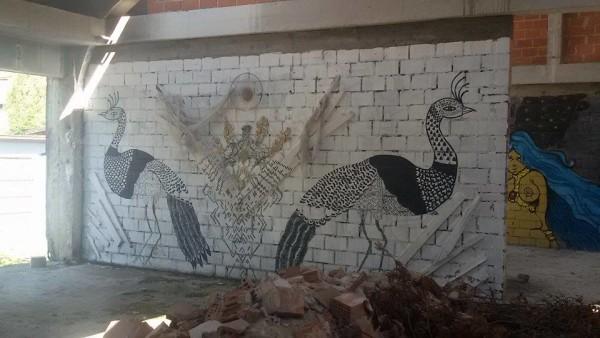 Neodoljivo podsjeća na Anđela Tausa (pauna) u kojeg vjeruju Jezidi