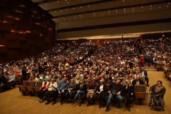 Publika Odusevljeno Pjevala A Kd Lisinski Bio Je Popunjen Do