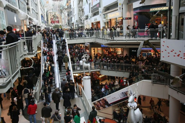 1280px-Boxing_Day_at_the_Toronto_Eaton_Centre