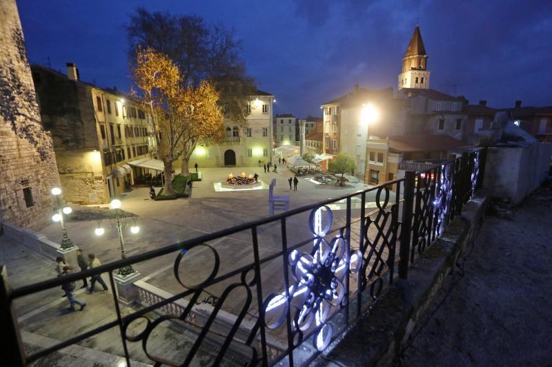 20.12.2014., Zadar - Adventsko uredjenje perivoja Jelene Madijevke i trga Petra Zoranica. Photo: Filip Brala/PIXSELL