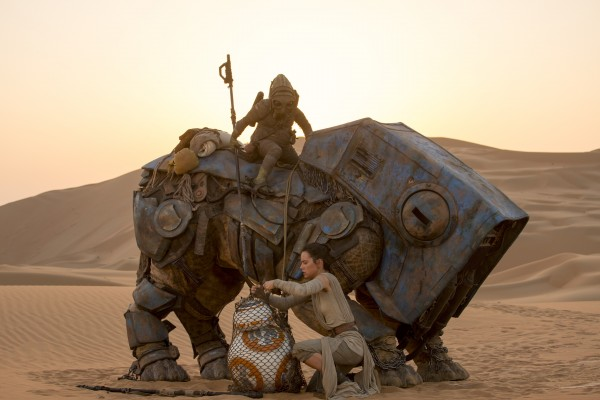 Star Wars: The Force Awakens..L to R: BB-8 w/ Rey (Daisy Ridley)..Ph: David James..?Lucasfilm 2015