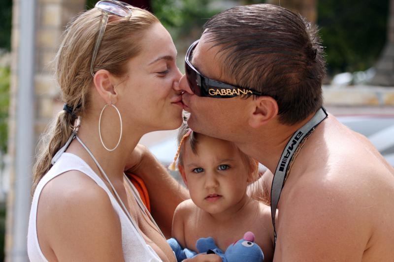 16.08.2008., Vir - Ante i Simona Gotovac kod njenog tate papaju ribicu. Photo: Filip Brala/PIXSELL