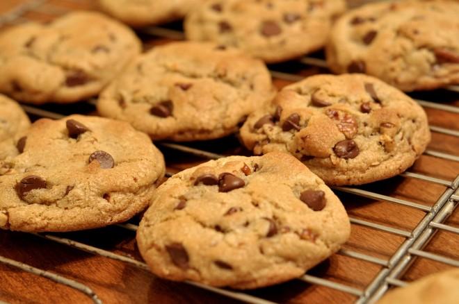1280px-Chocolate_Chip_Cookies_-_kimberlykv