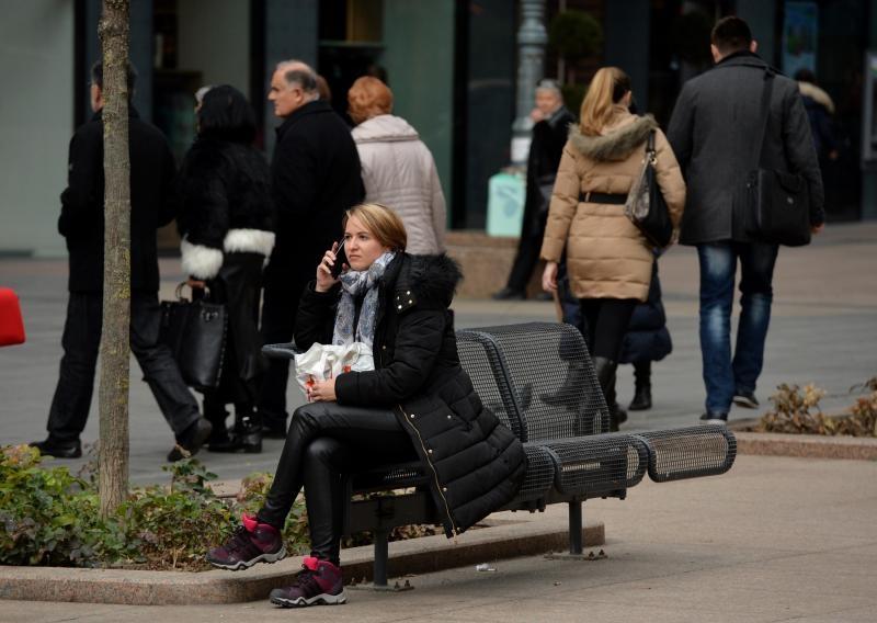 08.02.2016., Zagreb - Klupice na Cvjetnom trgu gradjanima sluze za odmor, citanje, telefoniranje. Photo: Marko Lukunic/PIXSELL