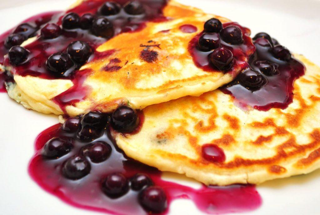Blueberry_pancakes_(1)