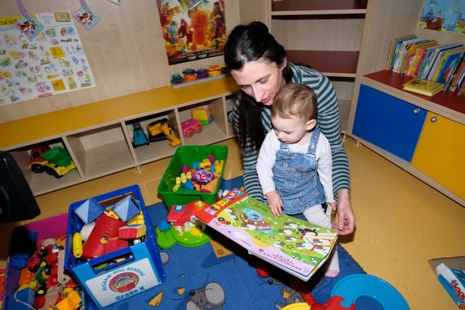Mama s djetetom, knjižnica