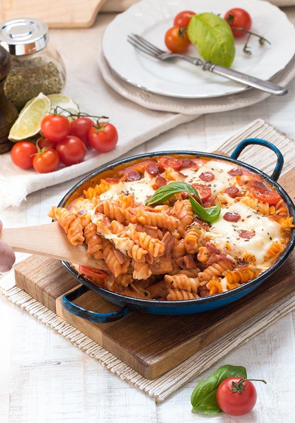 zapecena-tjestenina-a-la-pizza-detalj