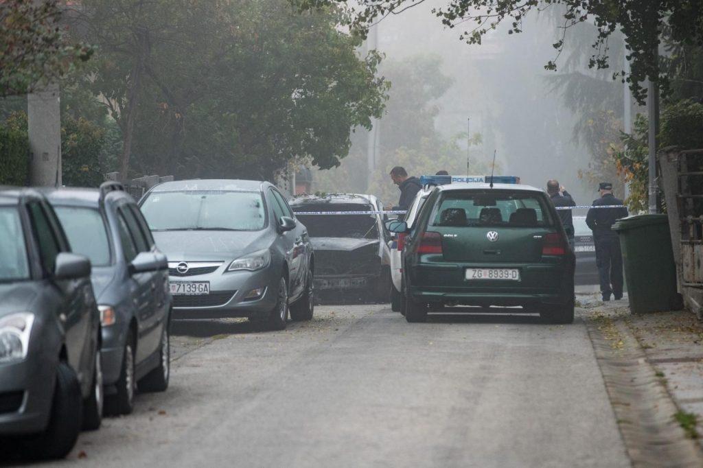 11.10.2017., Zagreb - U ulici Javorovac ispred kucnog broja 9 u potpunosti je izgorio automobil marke Ford. Policijski ocevid je u tijeku. Photo: Davor Puklavec/PIXSELL