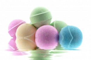 colorful-group-of-bath-bombs-in-water-1024x684