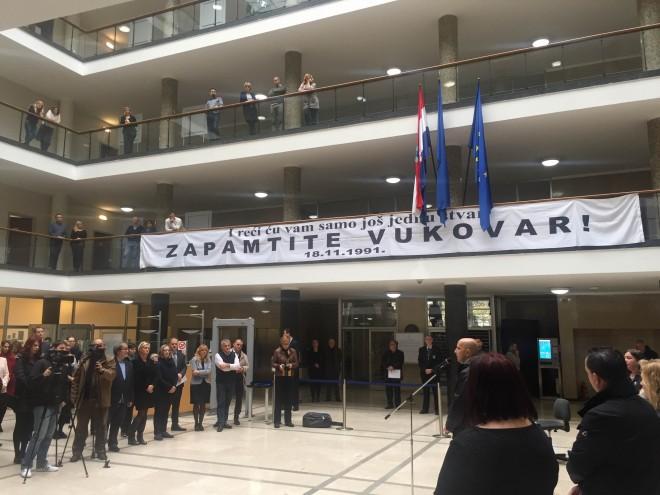 Foto Bandic Otvorio Izlozbu Vukovar I Skabrnja U Zagrebu 26