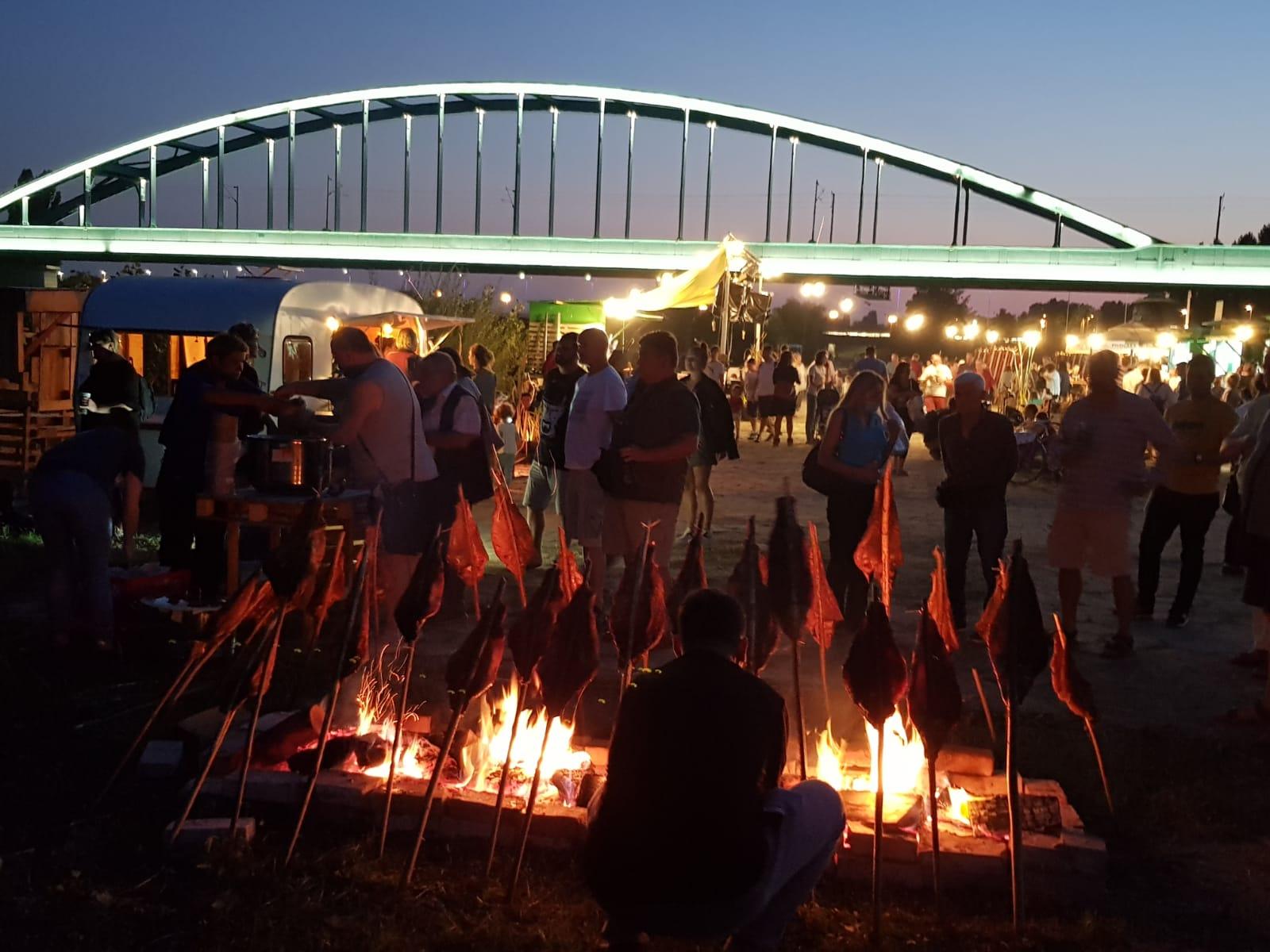 VIDEO) Posjetili smo Green River festival na Savi: Izgleda prilično  čarobno, pogotovo kad se spusti mrak...   Zagreb.info
